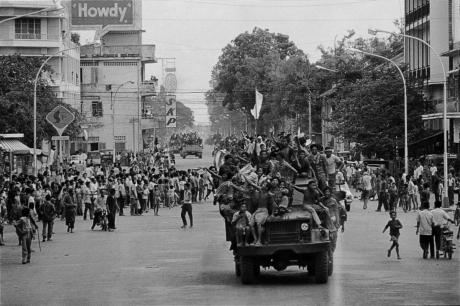 Photo of communist Khmer Route troops entering Phnom Penh